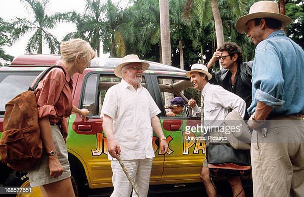 Laura Dern Richard Attenborough Martin Ferrero Jeff Goldblum and Sam Neill in a scene from the film 'Jurassic Park' 1993