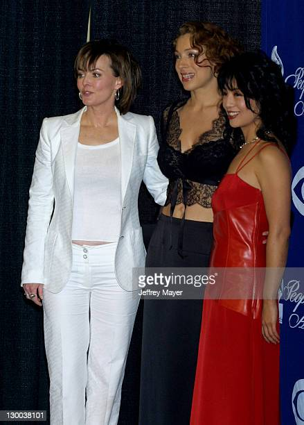 Laura Innes Alex Kingston MingNa in the Press Room at the 28th Annual People's Choice Awards