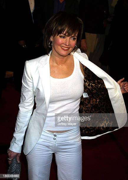 Laura Innes arrives at the 28th Annual People's Choice Awards