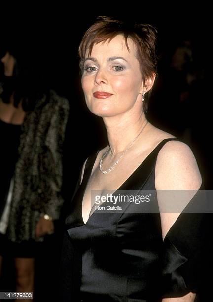 Laura Innes at the 25th Annual People's Choice Awards Pasadena Civic Auditorium Pasadena