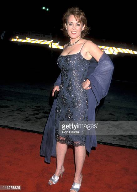 Laura Innes at the 26th Annual People's Choice Awards Pasadena Civic Auditorium Pasadena