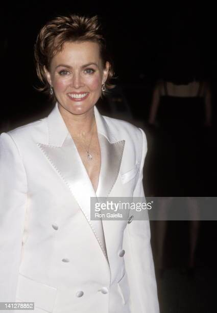 Laura Innes at the 27th Annual People's Choice Awards Pasadena Civic Auditorium Pasadena