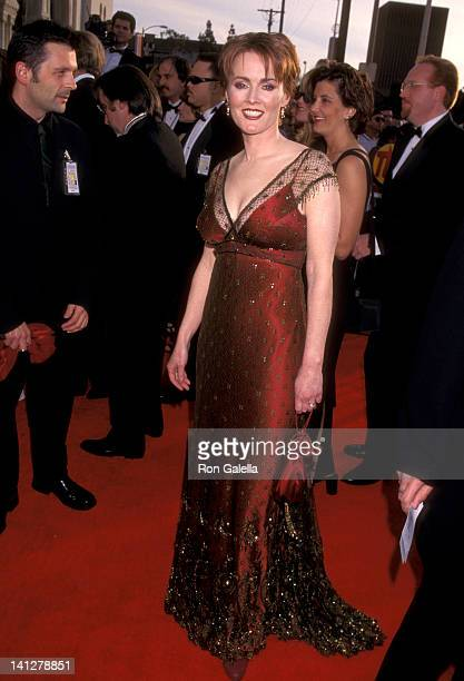 Laura Innes at the 4th Annual Screen Actors Guild Awards Shrine Exposition Center Los Angeles