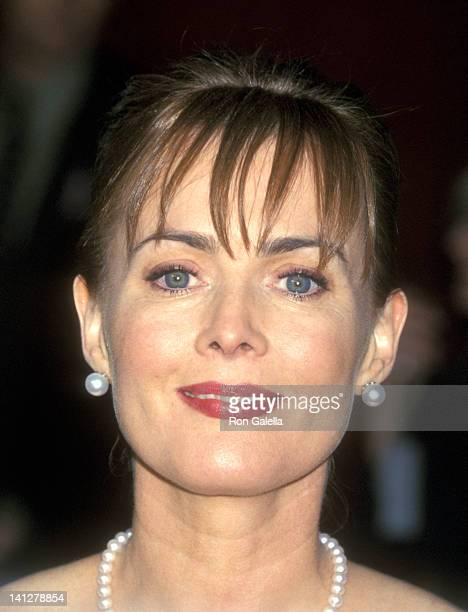 Laura Innes at the 53rd Annual Primetime Emmy Awards Shubert Theatre Century City