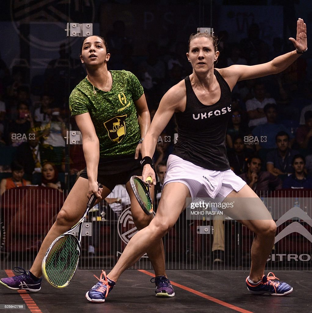 Laura Massaro of England (R) and Raneem El Welily of Egypt (L) eye the ball during their semi-final match of the PSA Women's World Championships squash tournament in Bukit Jalil, oustide Kuala Lumpur on April 29, 2016. / AFP / MOHD