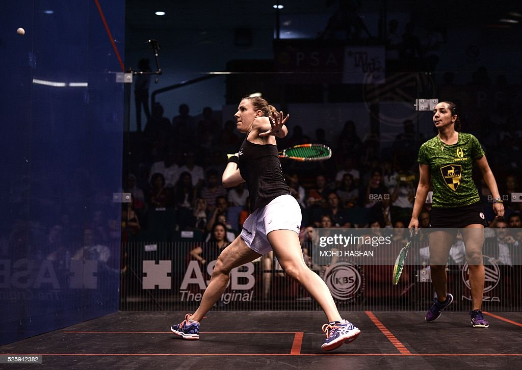 Laura Massaro of England (L) plays a forehand against Raneem El Welily of Egypt (R) during their semi-final match of the PSA Women's World Championships squash tournament in Bukit Jalil, oustide Kuala Lumpur on April 29, 2016. / AFP / MOHD