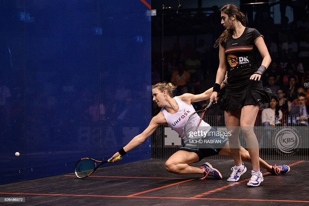 Laura Massaro of England (L) reaches for the ball against Nour El Sherbini of Egypt (R) during their final match of the PSA Women's World Championships squash tournament in Bukit Jalil, oustide Kuala Lumpur on April 30, 2016. / AFP / MOHD