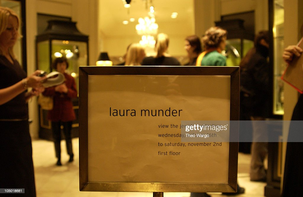 Photos et images de Jewelry Designer Laura Munder Launches
