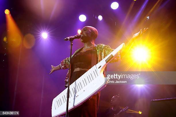 Laura Mvula performs on stage during the Sentebale Concert at Kensington Palace on June 28 2016 in London England Sentebale was founded by Prince...