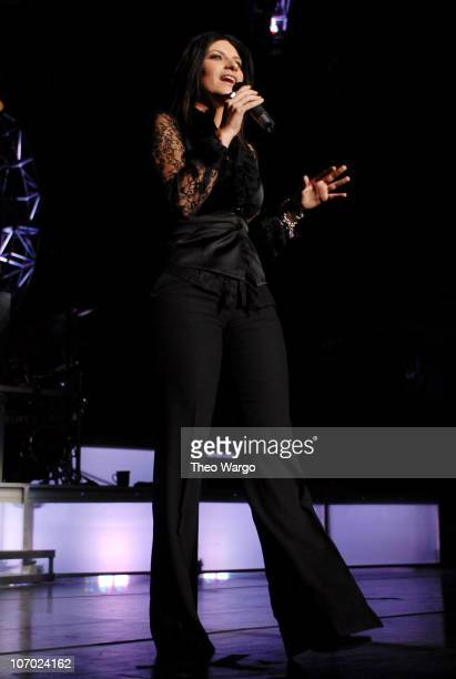 Laura Pausini during 2006 Juntos en Concierto Featuring Marc Anthony at Madison Square Garden August 9 2006 at MSG in New York City New York United...