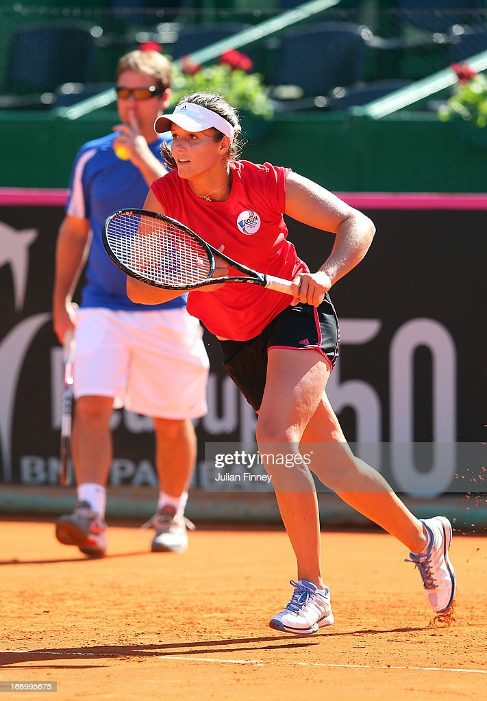 <a gi-track='captionPersonalityLinkClicked' href=/galleries/search?phrase=Laura+Robson&family=editorial&specificpeople=5421044 ng-click='$event.stopPropagation()'>Laura Robson</a> of Great Britain runs for a drop shot in a practice session during previews ahead of the Fed Cup World Group Two Play-Offs between Argentina and Great Britain at Parque Roca on April 19, 2013 in Buenos Aires, Argentina.