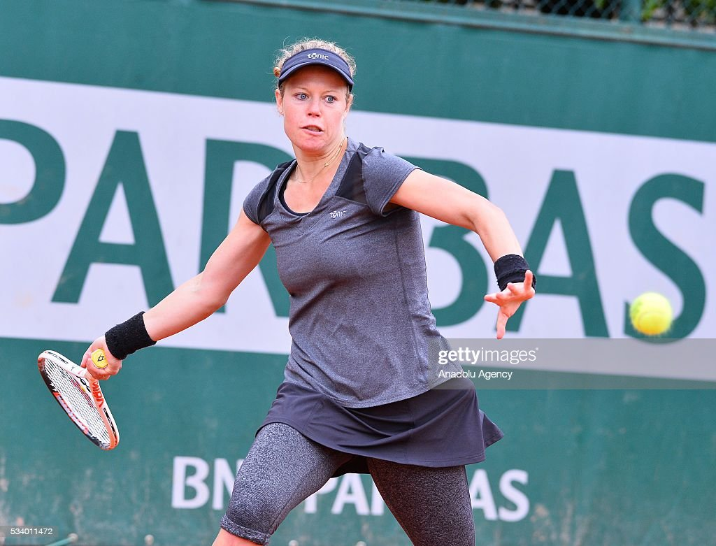 Laura Siegemund (C) of Germany returns to Eugenie Bouchard of Canada during their women's single first round match at the French Open tennis tournament at Roland Garros in Paris, France on May 24, 2016.