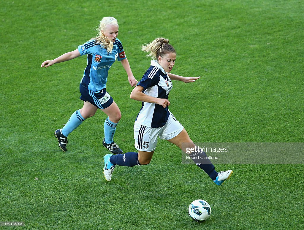 Laura Spiranovic of the Victory controls the ball during the W-League Grand Final between the Melbourne Victory and Sydney FC at AAMI Park on January 27, 2013 in Melbourne, Australia.