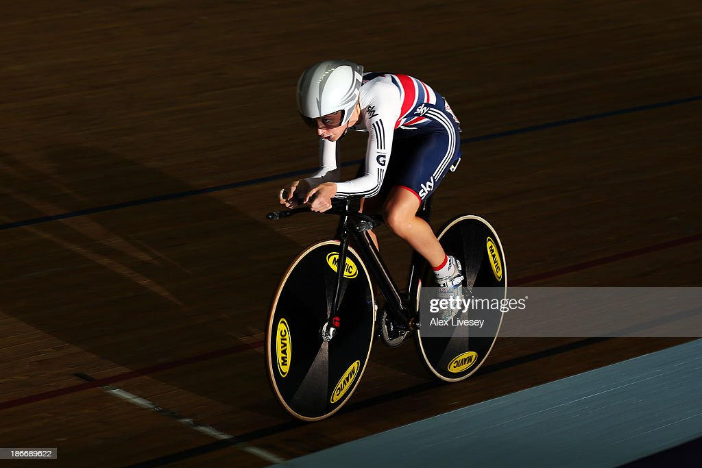<a gi-track='captionPersonalityLinkClicked' href=/galleries/search?phrase=Laura+Trott&family=editorial&specificpeople=7205074 ng-click='$event.stopPropagation()'>Laura Trott</a> of Great Britain in action during the Women's Omnium Individual Pursuit on day three of the UCI Track Cycling World Cup at Manchester Velodrome on November 3, 2013 in Manchester, England.