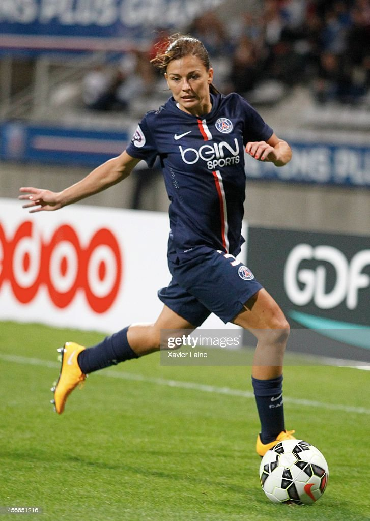 <a gi-track='captionPersonalityLinkClicked' href=/galleries/search?phrase=Laure+Boulleau&family=editorial&specificpeople=7890874 ng-click='$event.stopPropagation()'>Laure Boulleau</a> of Paris Saint-Germain in action during the Women Division 1 between Paris Saint-Germain FC and FCF Juvisy Essonne at Charlety on october 4, 2014 in Paris, France.
