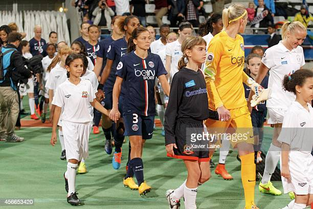 Laure Boulleau of Paris SaintGermain with team matte during the Women Division 1 between Paris SaintGermain FC and FCF Juvisy Essonne at Charlety on...