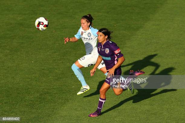Lauren Barnes of Melbourne City and Samantha Kerr of the Perth Glory contest for the ball during the 2017 WLeague Grand Final match between the Perth...