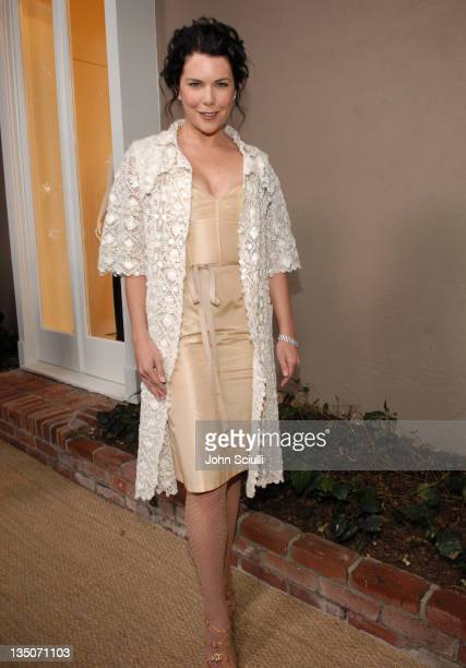 Lauren Graham wearing Oscar De La Renta during Jennifer Garner Hosts Oscar De La Renta Boutique Opening Benefiting EIF Women's Cancer Research Fund...