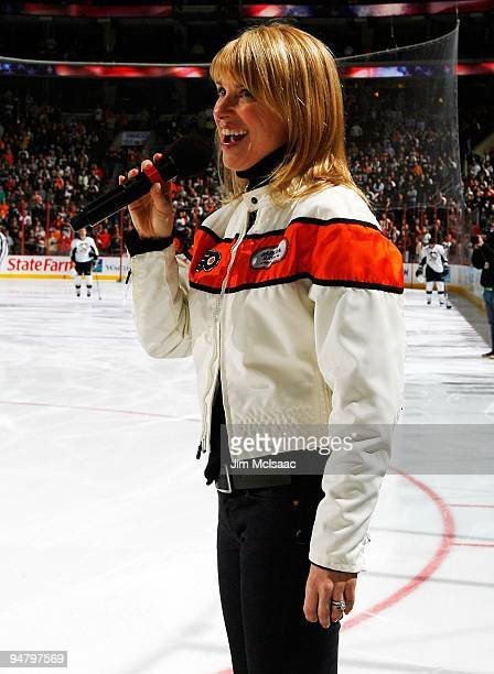 Lauren Hart sings the national anthem before the Philadelphia Flyers play the Pittsburgh Penguins on December 17 2009 at Wachovia Center in...