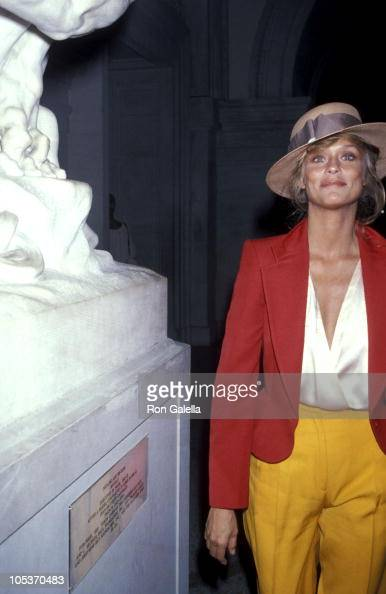 Lauren Hutton during Richard Avedon Opening at the Metropolitan Museum of Art September 13 1978 at Metropolitan Museum of Art in New York City New...
