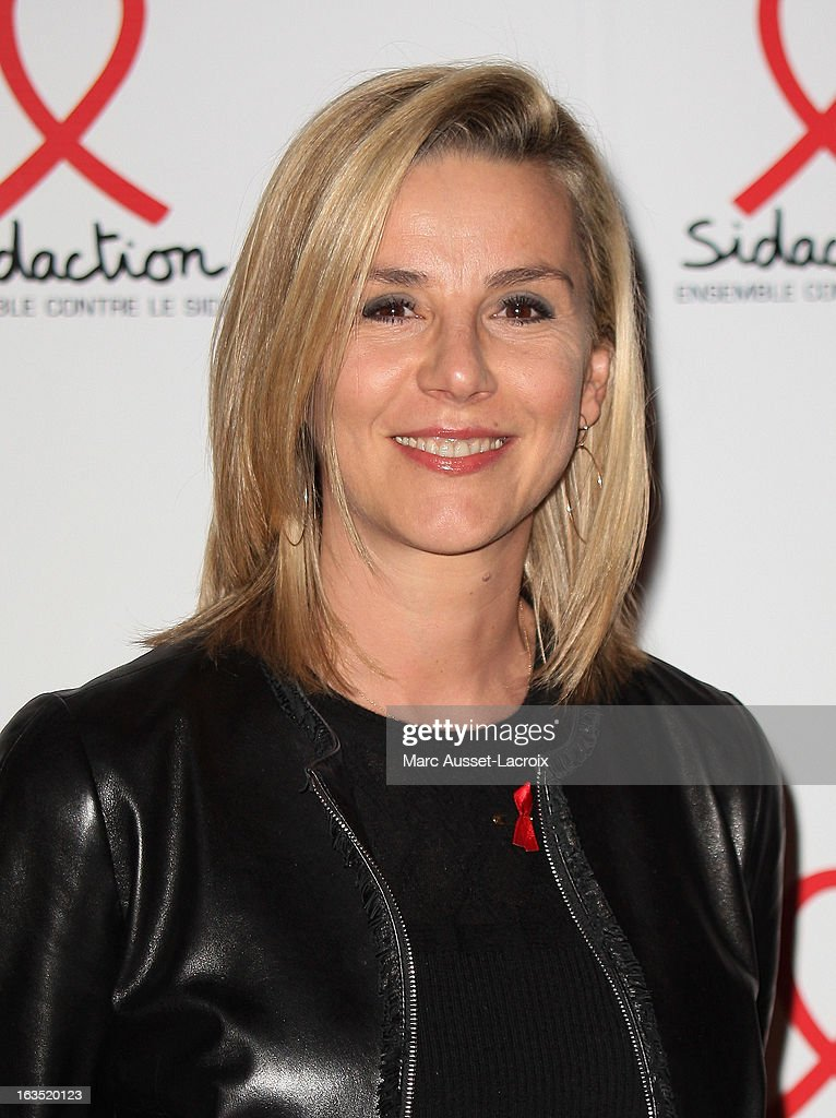 Laurence Ferrari poses during the Sidaction 2013 - Photocall at Musee du Quai Branly on March 11, 2013 in Paris, France.