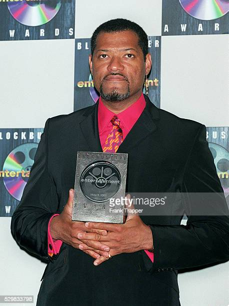 Laurence Fishburne wins the Blockbuster Entertainment Award for best supporting actor for his role in The Matrix