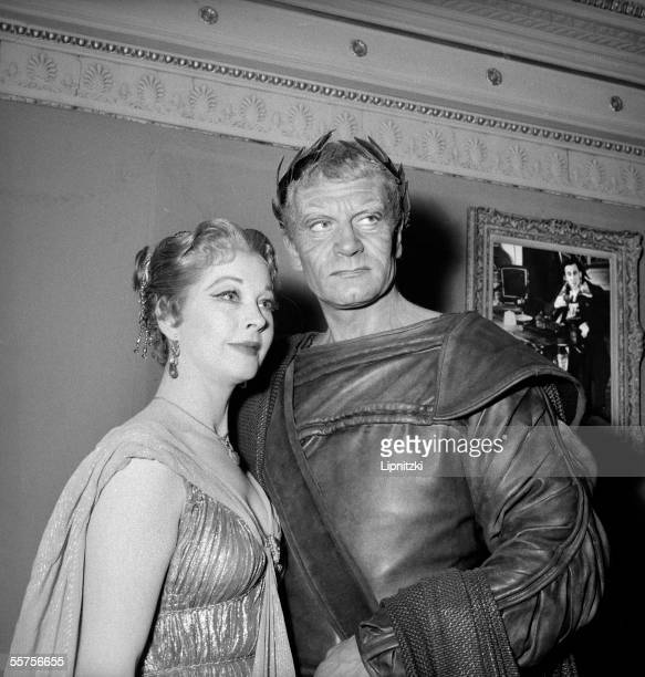 Laurence Olivier and Vivien Leigh in William Shakespeare's ' Titus Andronicus ' Paris theater of Nations in May 1957 LIP161046033