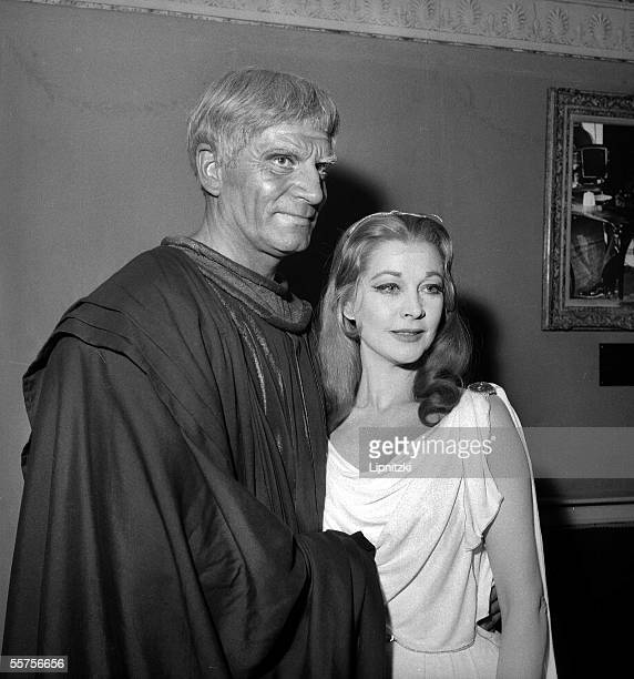 Laurence Olivier and Vivien Leigh in William Shakespeare's ' Titus Andronicus ' Paris theater of Nations in May 1957 LIP161046034