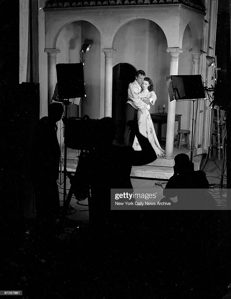 Laurence Olivier and Vivien Leigh on stage.