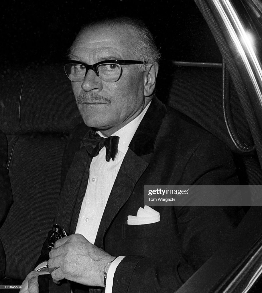 <a gi-track='captionPersonalityLinkClicked' href=/galleries/search?phrase=Laurence+Olivier&family=editorial&specificpeople=80991 ng-click='$event.stopPropagation()'>Laurence Olivier</a> at Tony Awards on June 15, 1972 in New York, United States