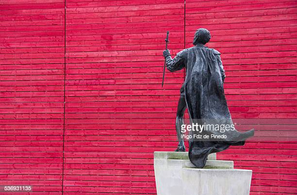 Laurence Olivier statue.