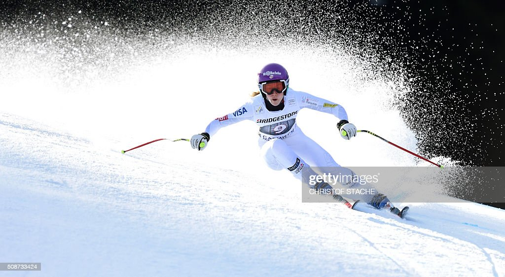 Laurenne Ross from USA races down the hill during the ladies downhill competition race at the FIS Alpine Skiing World Cup in Garmisch-Partenkirchen, southern Germany, on February 6, 2016. Lindsey Vonn from USA won the competition, Fabienne Suter from Switzerland placed second and Viktoria Rebensburg from Germany placed third. / AFP / Christof STACHE