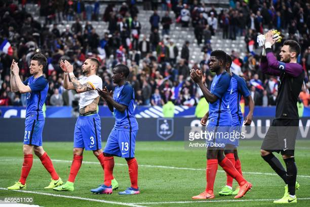 Laurent Koscielny Layvin Kurzawa Ngolo Kante Samuel Umtiti and Hugo LLoris of France applause fans during the friendly match France and Spain at...