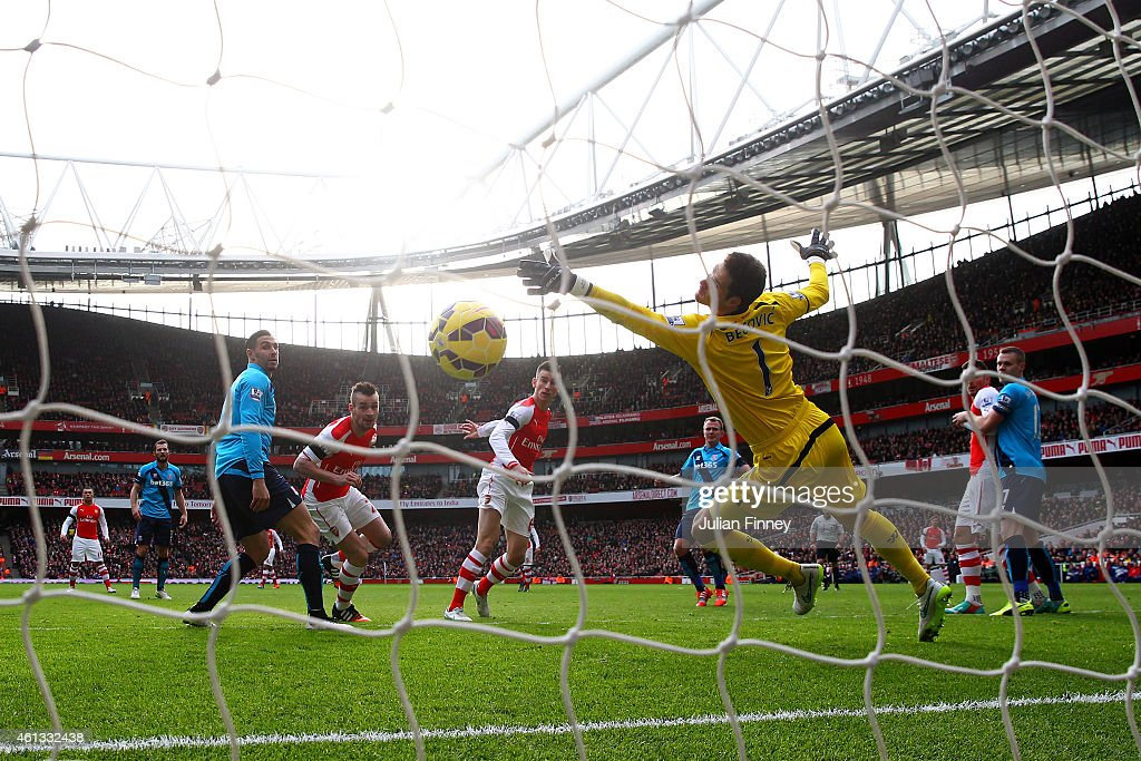 Laurent Koscielny of Arsenal scores the opening goal past Asmir Begovic of Stoke City during the Barclays Premier League match between Arsenal and Stoke City at Emirates Stadium on January 11, 2015 in London, England.