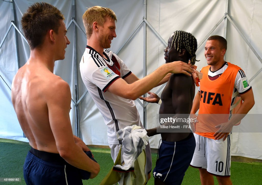 Laurent Koscielny of France, Per Mertesacker of Germany, Bacary Sagna of France and Lukas Podolski of Germany talk in the tunnel after the 2014 FIFA World Cup Brazil Quarter Final match between France and Germany at Maracana on July 4, 2014 in Rio de Janeiro, Brazil.