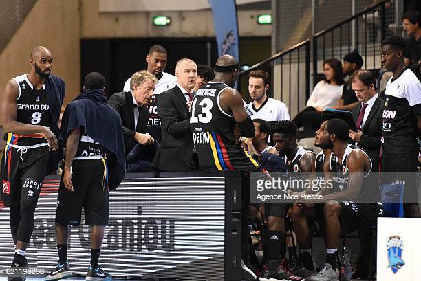 Laurent Legname coach of Dijon and his team during the Pro A match between Antibes sharks and JDA Dijon on November 4 2016 in Antibes France