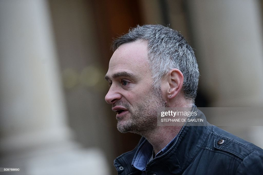 Laurent Pinatel, spokesman of La Confederation paysanne, a farmer union, answers journalists' questions after a meeting with France's Agriculture Minister and France's President on February 12, 2016 at the Elysee Presidential Palace in Paris. / AFP / STEPHANE DE SAKUTIN
