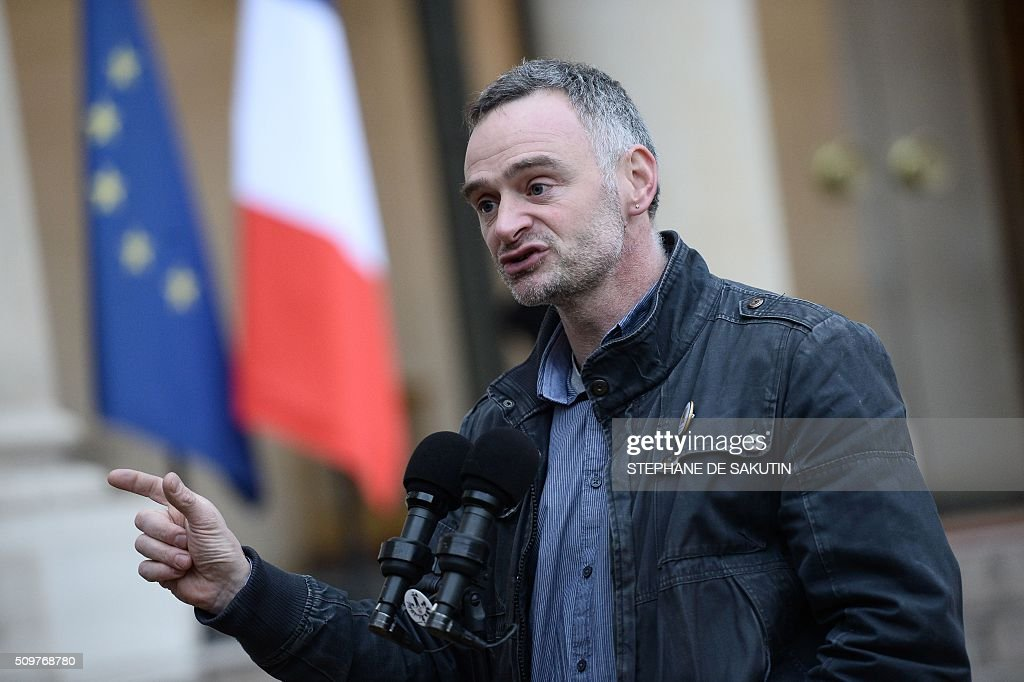 Laurent Pinatel, spokesman of La Confederation paysanne, a farmer union, leaves the Elysee Presidential Palace in Paris after a meeting with France's Agriculture Minister and France's President on February 12, 2016. / AFP / STEPHANE DE SAKUTIN