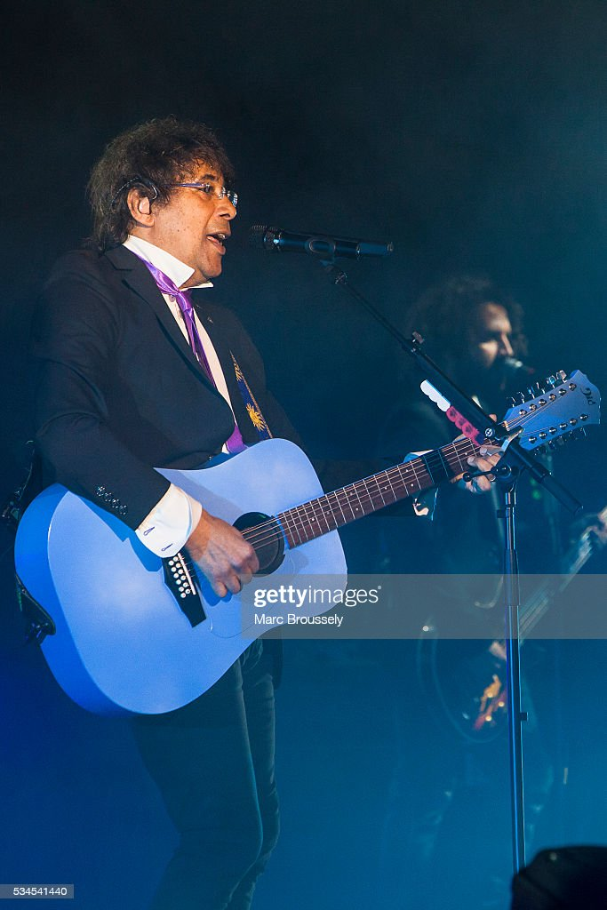 Laurent Voulzy performs live on stage at Eventim Apollo on May 26, 2016 in London, England.