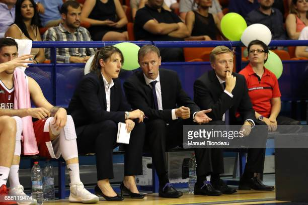 Lauriane Dolt and Head coach Vincent Collet and Lassi Tuovi of Strasbourg talks to during the Pro A Playoffs game 2 between Pau Orthez Lacq and...