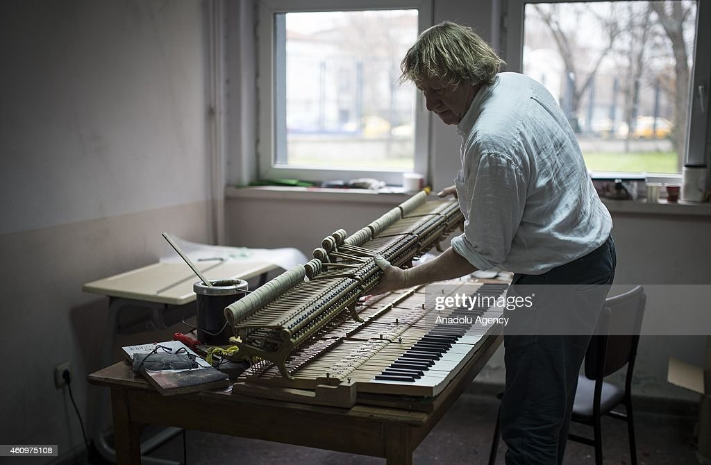 Experienced piano renovator joel jobe in ankara state for Piano diviso