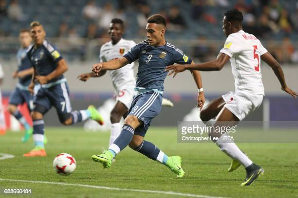Lautaro Martinez of Argentina shoots at goal during the FIFA U20 World Cup Korea Republic 2017 group A match between Guinea and Argentina at Jeju...