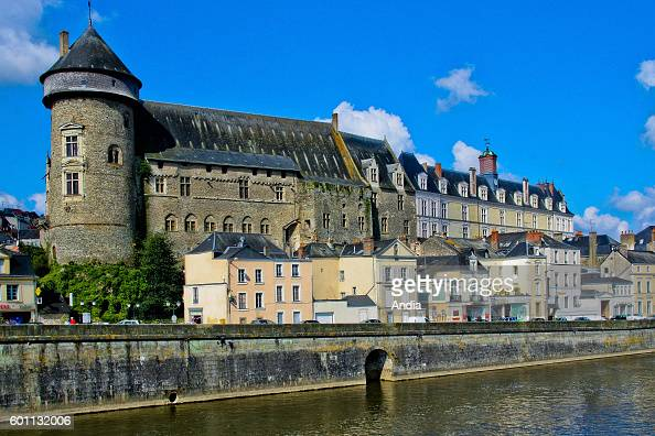 the Mayenne river with the Old Castle and the adjoining New Castle