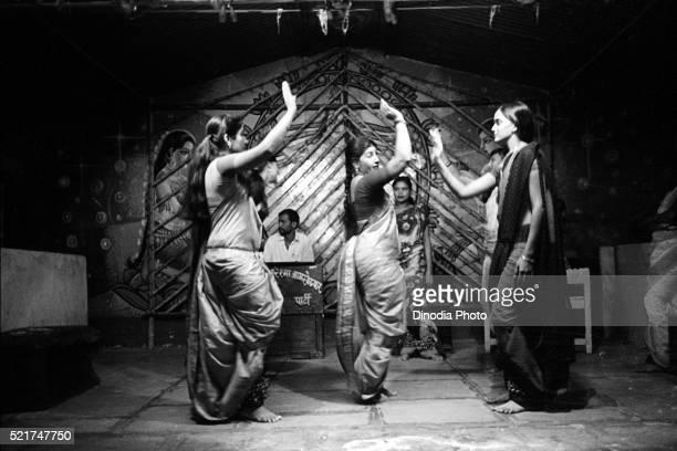 Lavani artist, traditional dance form, Modnib, Maharashtra, India