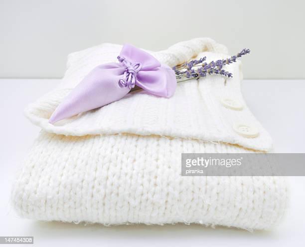 sachet de lavande sur blanc pull