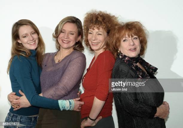 Lavinia Wilson Susanne Schäfer Nina Hoger Hannelore Hoger die Hauptdarstellerinnen der ZDFFernsehkomödie 'Vier Meerjungfrauen Liebe à la carte