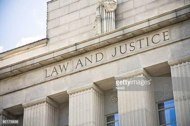 Gesetz und Gerechtigkeit
