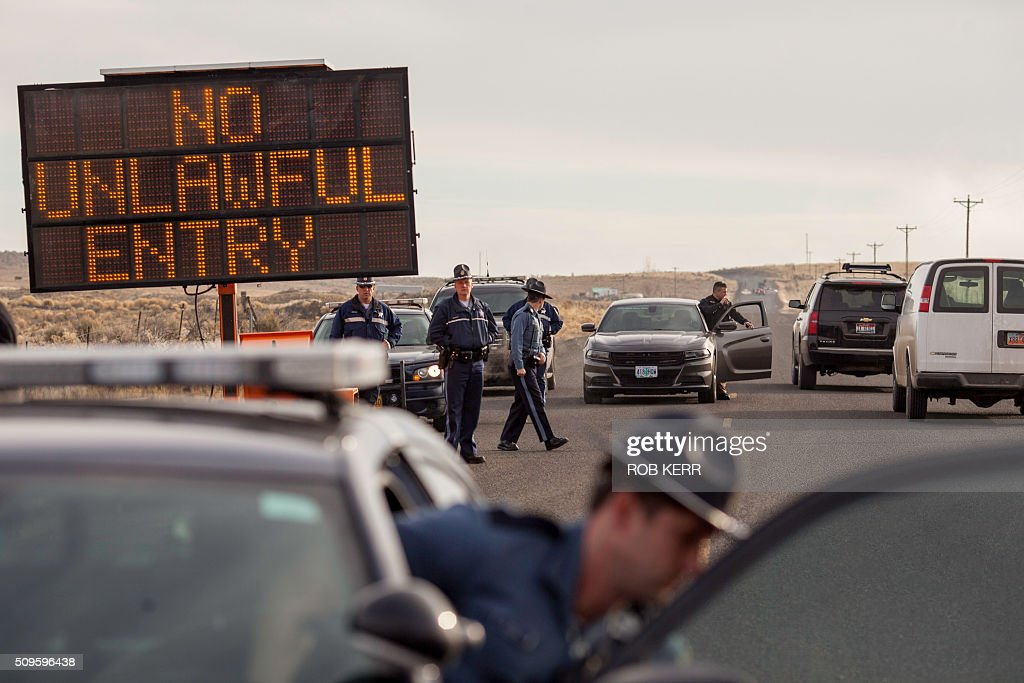 Law Enforcement Agencies monitor a road block near the Malheur Wildlife Refuge Headquarters near Burns, Oregon, on February 11, 2016. The FBI surrounded the last protesters holed up at a federal wildlife refuge in Oregon amid reports they will surrender on Thursday, suggesting the weeks-long armed siege is approaching a climax. / AFP / Rob Kerr