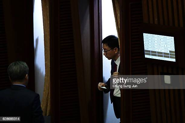 Lawmakers queue up to cast their votes in a polling station at National Assembly on December 9 2016 in Seoul South Korea The South Korean National...