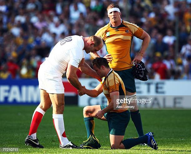 Lawrence Dallaglio of England consoles Matt Giteau of Australia at the end of the Quarter Final of the Rugby World Cup 2007 between Australia and...